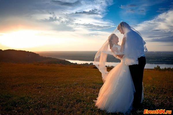dc99e0f988e86b5 Время свадебной фотосессии – одновременно и приятная, и волнительная пора.  Хочется, чтобы все получилось красиво и оригинально, но как выбрать  идеальные ...